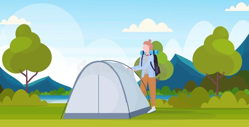 Kobieta wycieczkowicza obozowicz instaluje namiotowego narządzanie dla obozuje wycieczkuje pojęcie podróżnika na podwyżki natury  royalty ilustracja