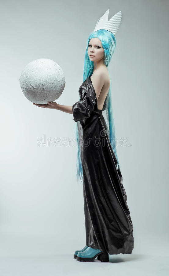 Kobieta z białą piłką obrazy stock