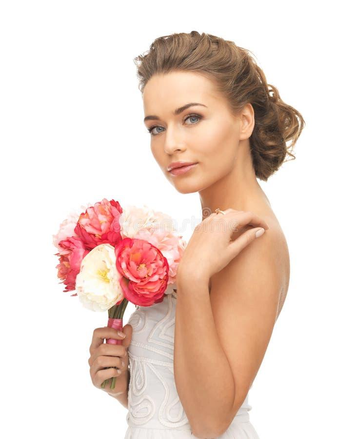 Kobieta z bukietem kwiaty obrazy royalty free