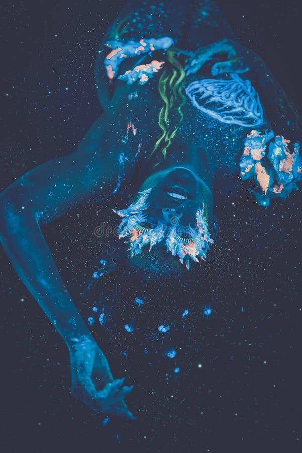 Kobieta z ciało sztuką obrazy royalty free