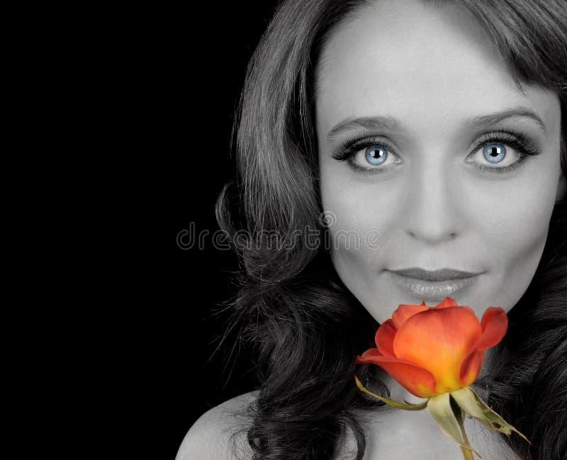 Kobieta z czerwoną różą zdjęcia stock