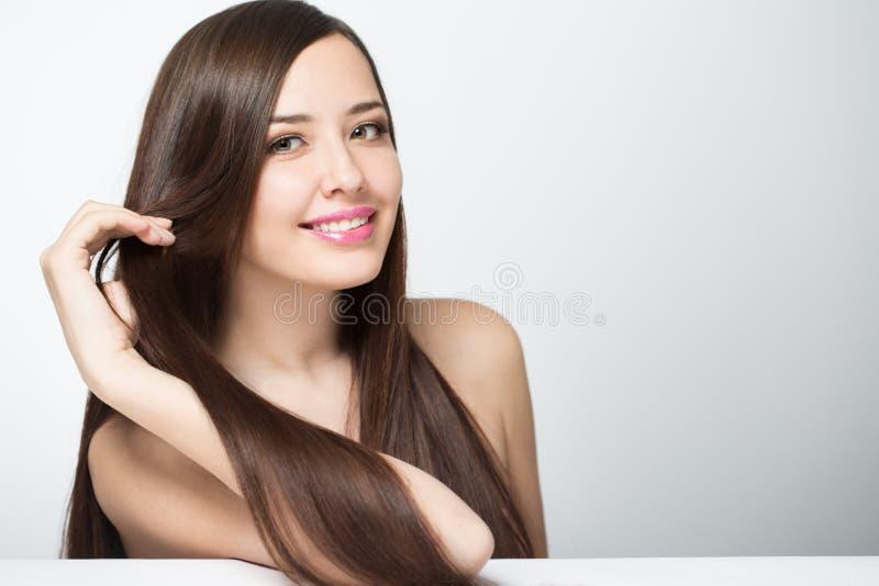 kobieta z długim pięknym włosy zdjęcia stock