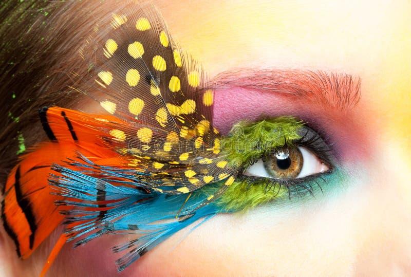 Kobieta z fałszywym piórkowym rzęsy makeup obrazy royalty free