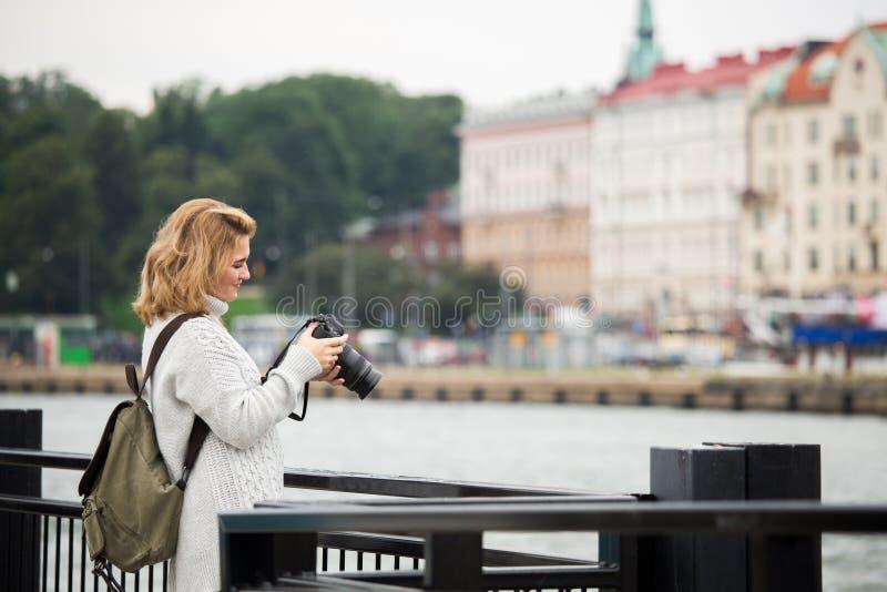 Kobieta z kamerą fotografia stock
