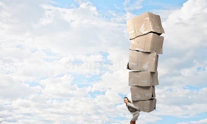 Kobieta z kartonów pudełkami zdjęcie stock