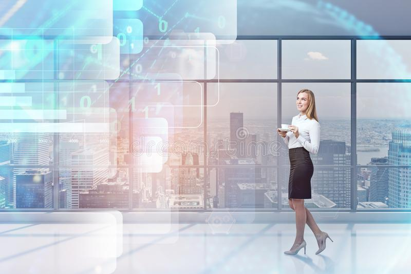 Kobieta z kawą w biurze, cyfrowy interfejs obraz royalty free