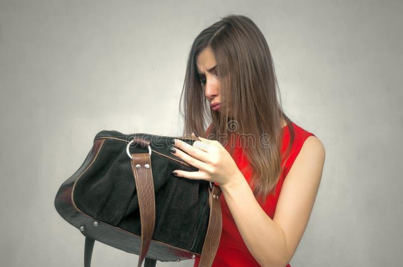 Kobieta z kiesy torbą zdjęcia royalty free