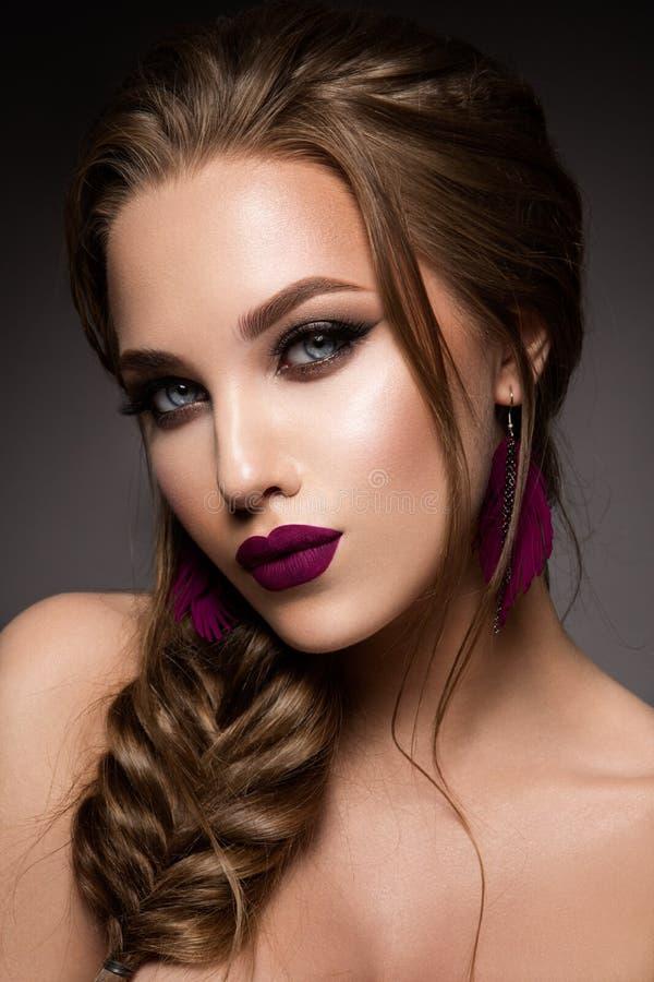 kobieta z kijem Splendoru portret piękny kobieta model z świeżym makeup i romantyczną fryzurą obrazy stock