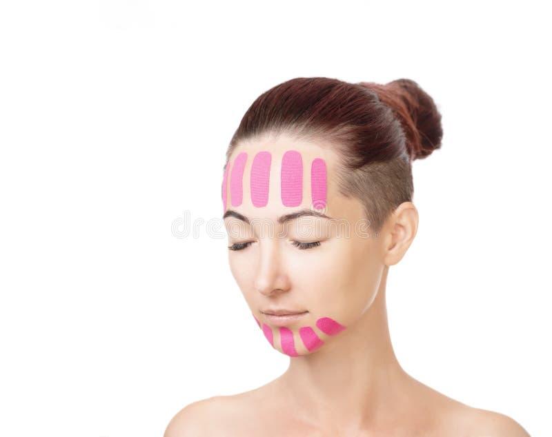 Kobieta z kinesio taśmami na czole i podbródku zdjęcie stock