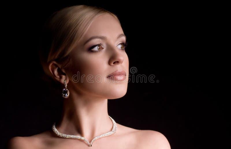 Kobieta z makeup w luksusowej biżuterii obrazy royalty free