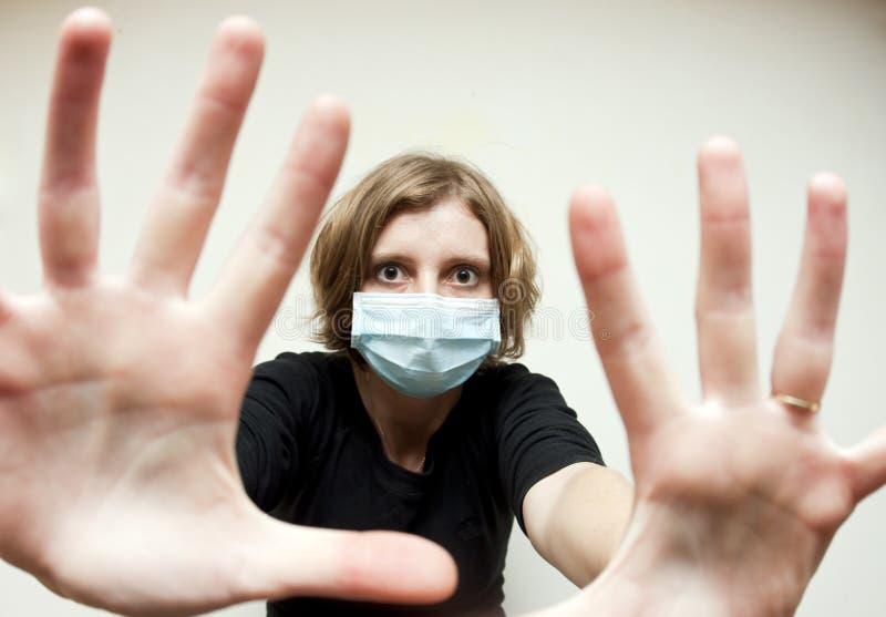 Kobieta z medyczną maską