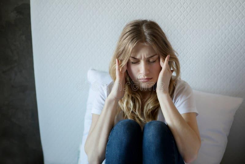 Kobieta z migreną obrazy stock