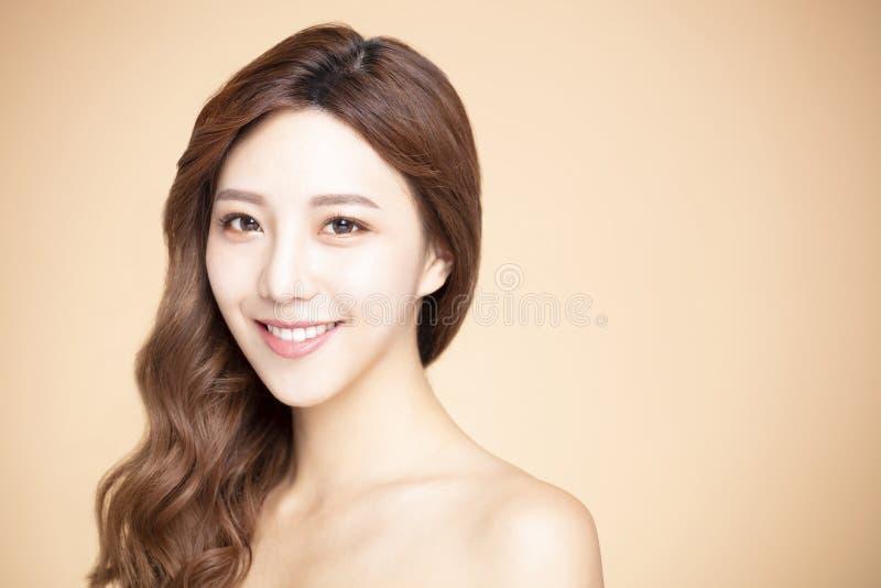 kobieta z naturalnym makeup i czystą skórą zdjęcia stock