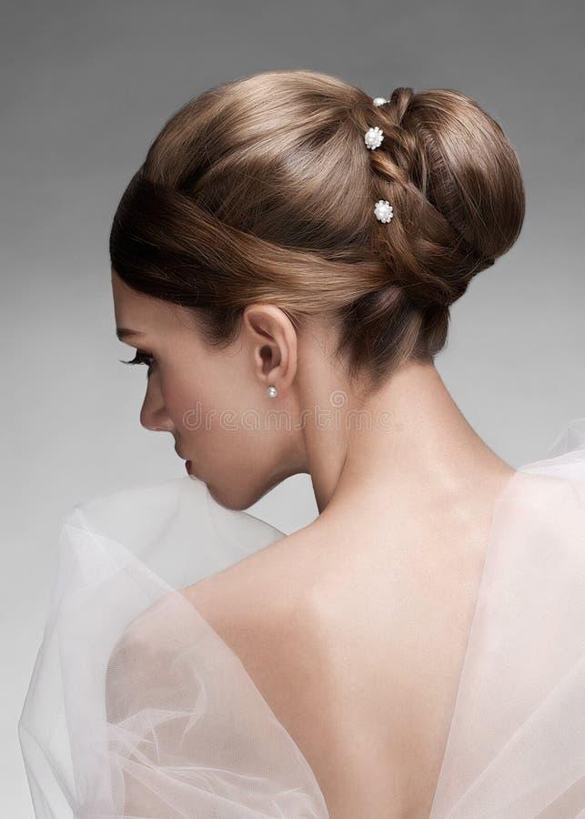 Kobieta z piękną fryzurą fotografia stock