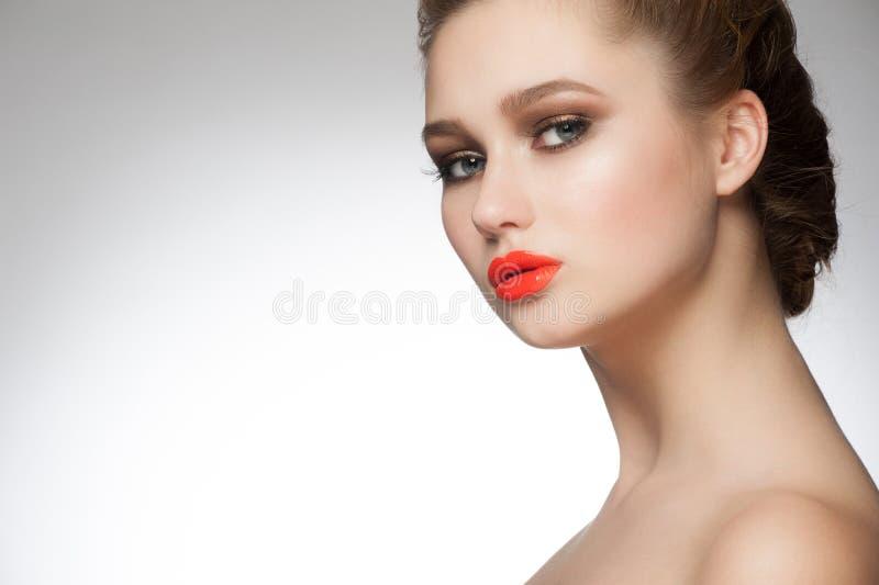 Kobieta z pomarańczową pomadką zdjęcia royalty free