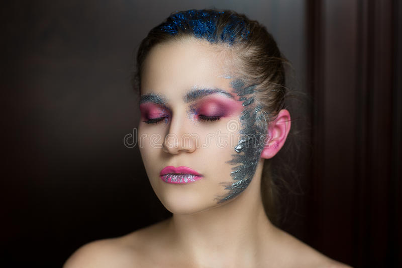 Kobieta z srebnymi farbami obrazy royalty free