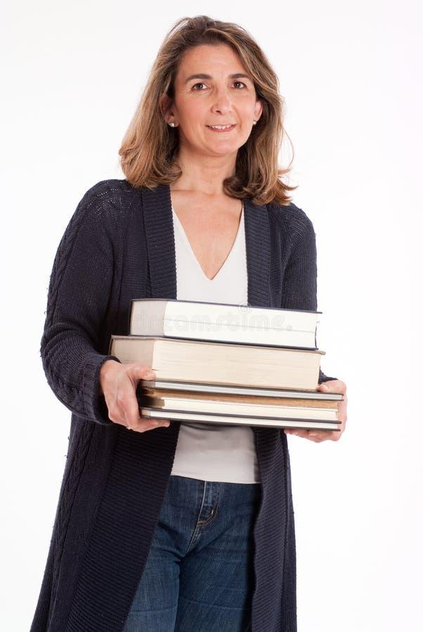 Kobieta z stosem książki fotografia stock