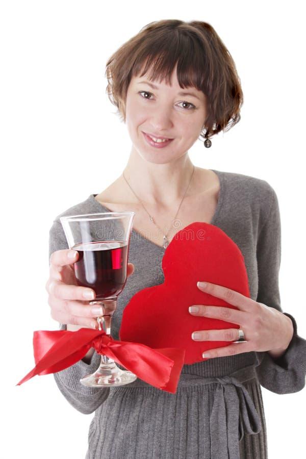 Kobieta z szkłem czerwone wino i serce zdjęcia stock