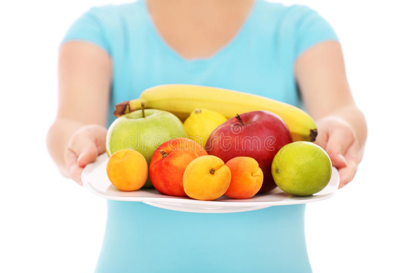 Kobieta z talerzem owoc zdjęcie stock
