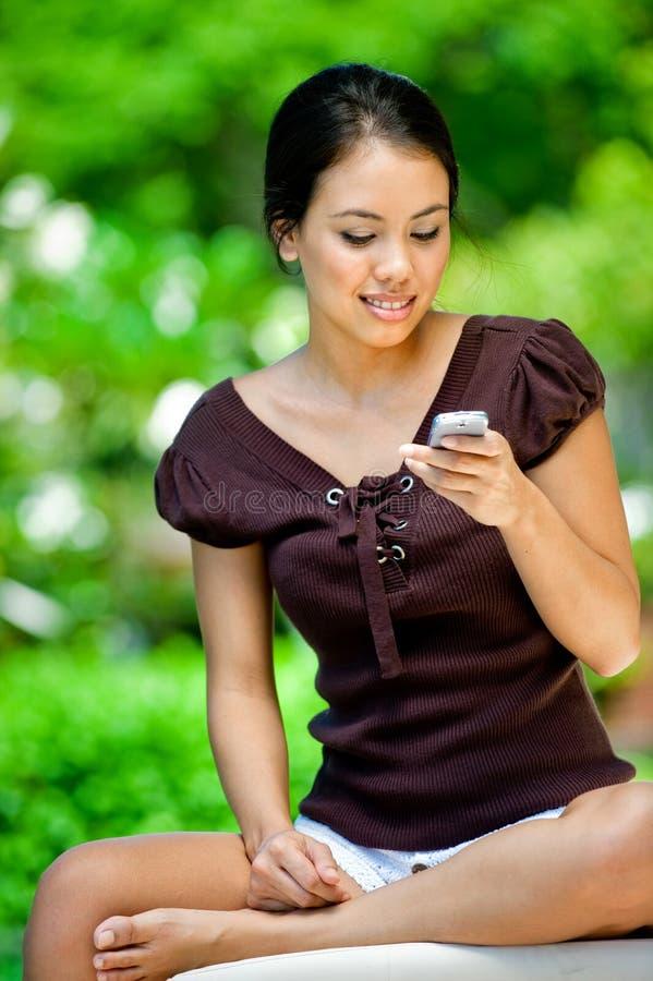 Kobieta Z Telefonem zdjęcia stock