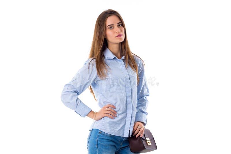 Kobieta z torby mienia ręką na talii zdjęcie royalty free