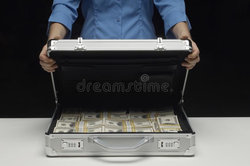 Kobieta Z walizką Pełno dolary obrazy stock