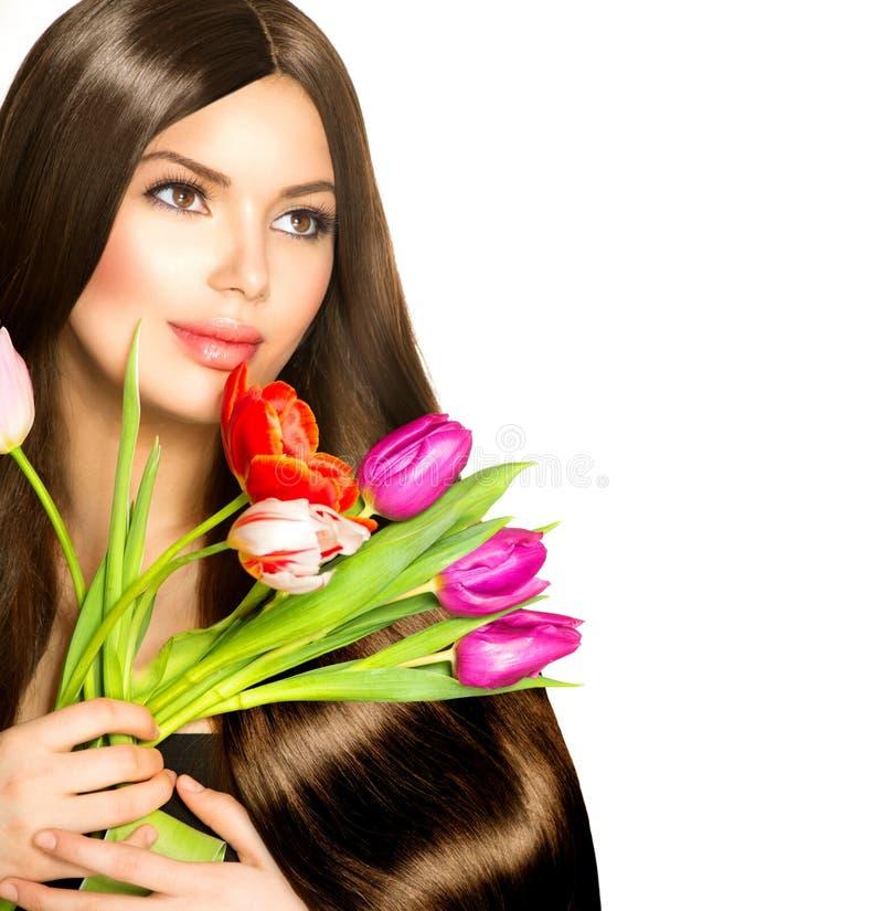 Kobieta z wiosna kwiatami. obraz royalty free