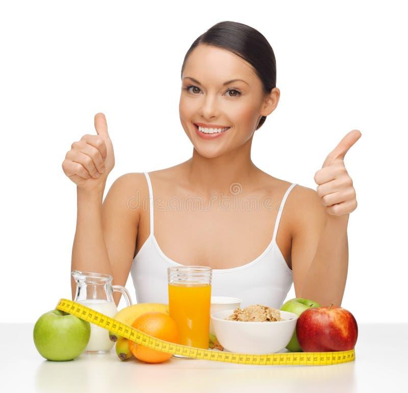 Kobieta z zdrowym jedzeniem zdjęcia royalty free