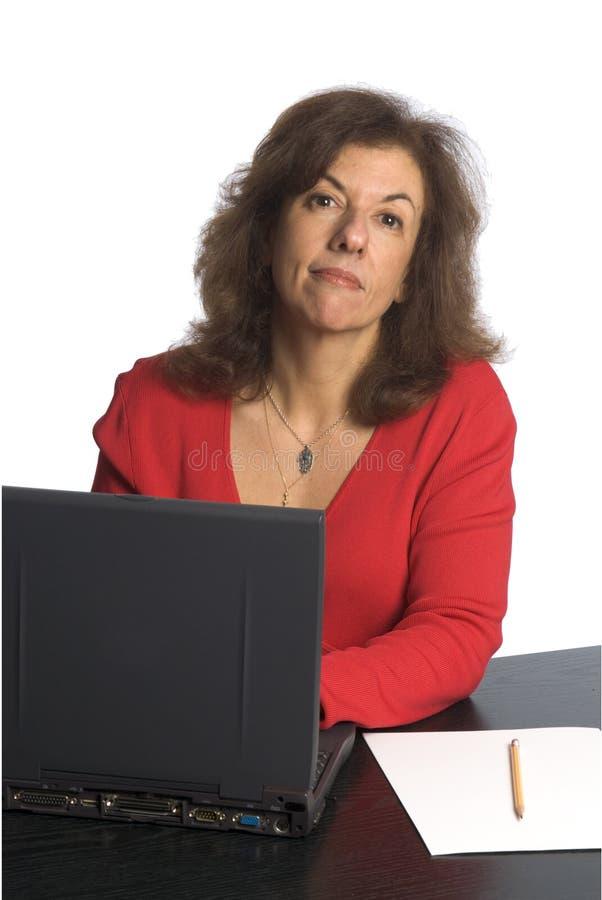 kobieta za biurkiem fotografia royalty free