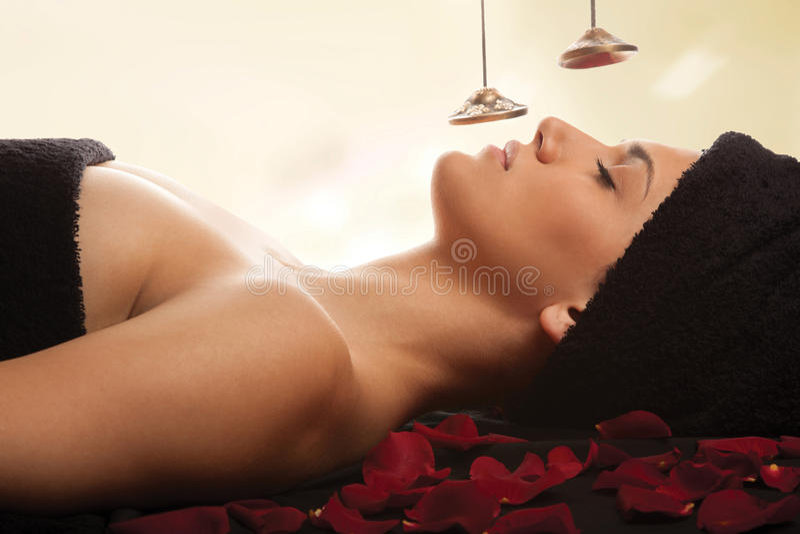 Kobieta zdroju dźwięka terapia obraz royalty free