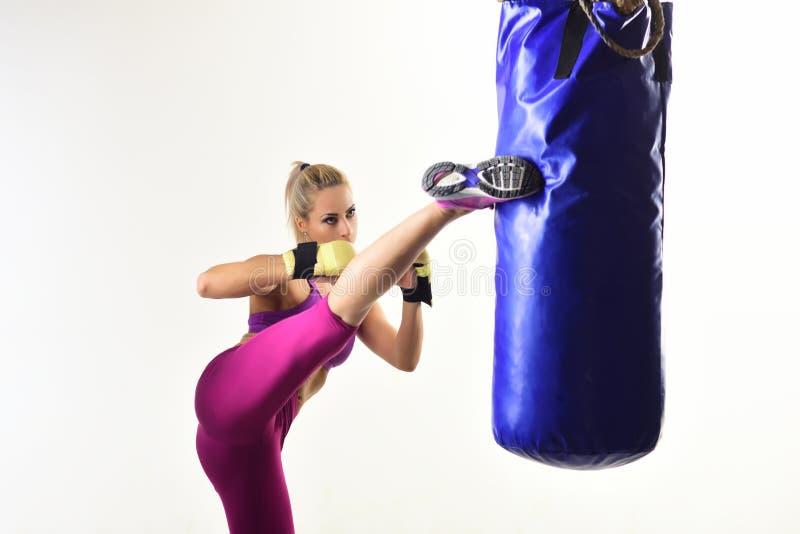 Kobieta zwycięzcy atleta, kopnięcie boks zdjęcie royalty free