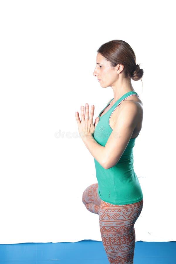 Kobiety ćwiczy joga na podłoga zdjęcia royalty free