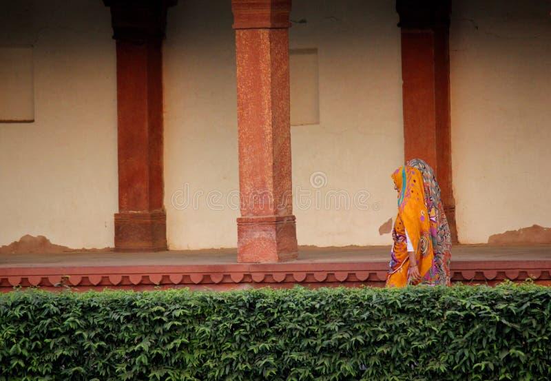 Kobiety chodzi w Fatehpur Sikri obraz stock