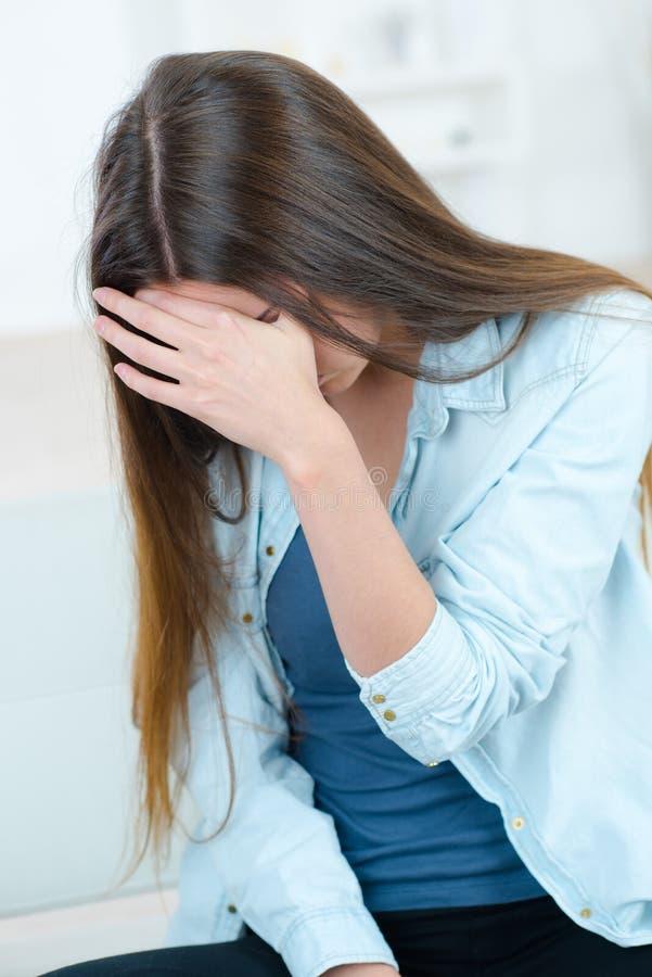 Kobiety cierpienie od headake zdjęcie stock