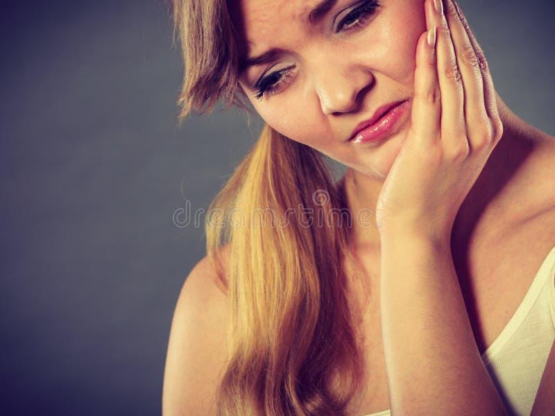 kobiety cierpienie od zębu bólu zdjęcie royalty free