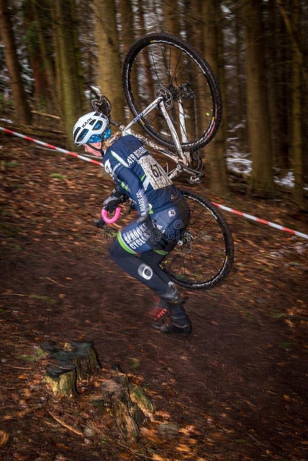 Kobiety Cyclocross konkurent zdjęcia royalty free