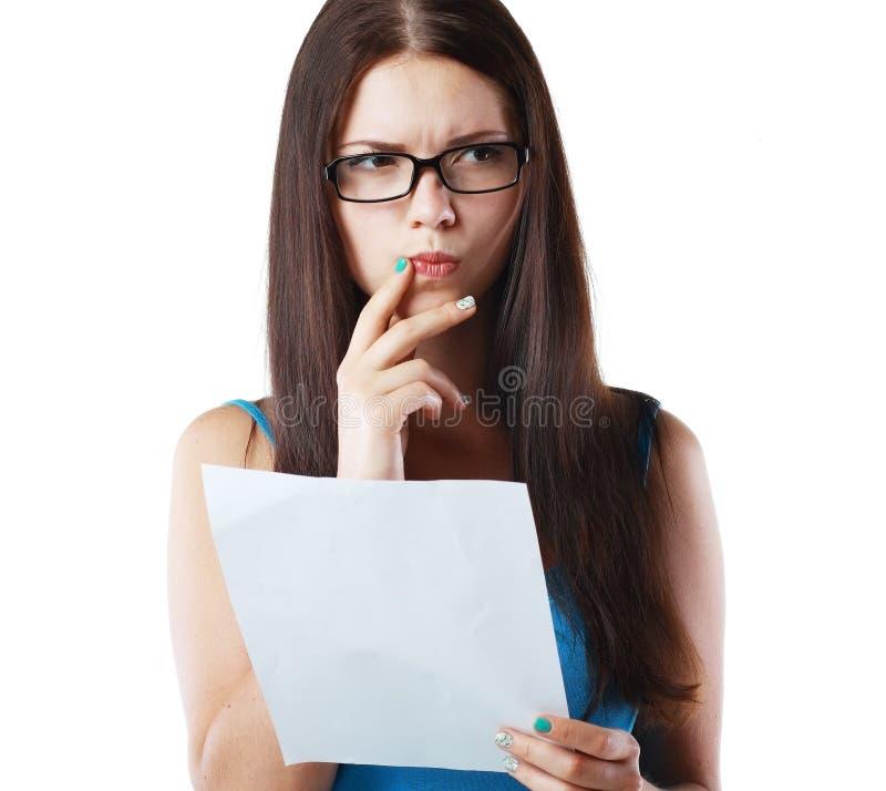 Kobiety czytania dokument zdjęcie stock