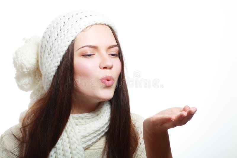 Kobiety dmuchanie na palmach zdjęcie stock
