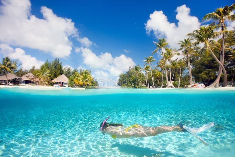Kobiety dopłynięcia underwater fotografia stock