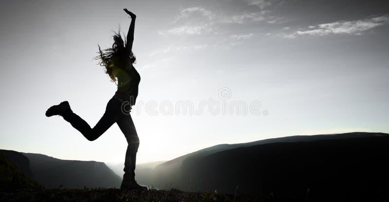 Kobiety doskakiwanie fotografia royalty free