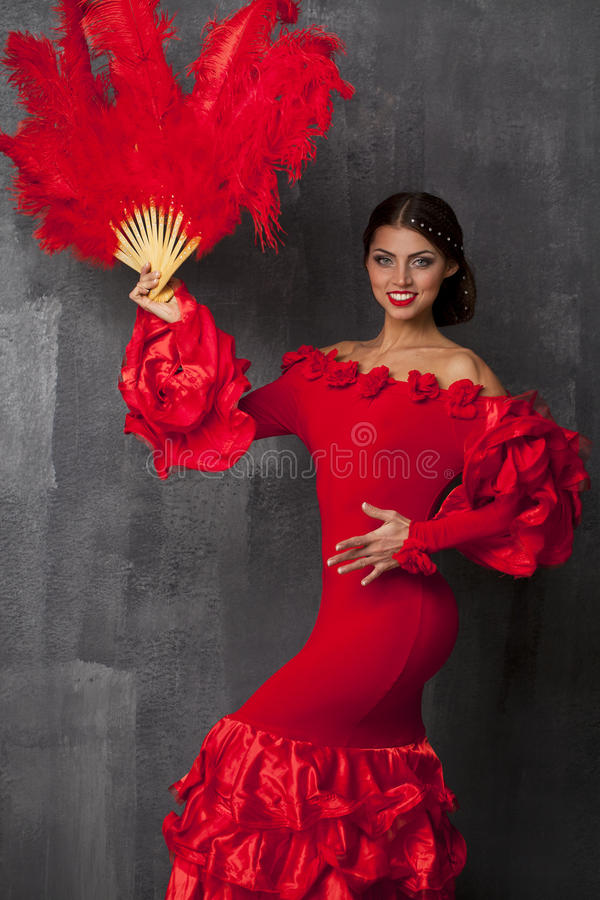 Kobiety Flamenco tancerza tradycyjny Hiszpański taniec w czerwonej sukni zdjęcie royalty free