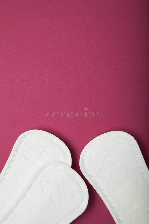 Kobiety higieny ochrona na czerwonym tle Odbitkowa przestrze? dla teksta zdjęcie stock