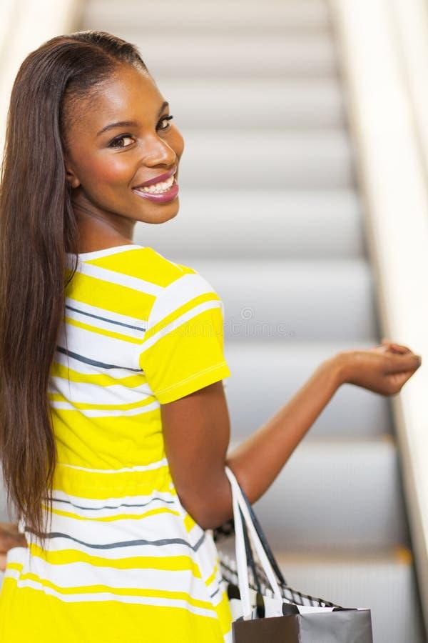 Kobiety iść robić zakupy zdjęcia royalty free