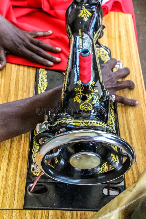 Kobiety i szwalny projekt w wiejskim Petit Bourg De Przesyłający Margot, Haiti obraz royalty free