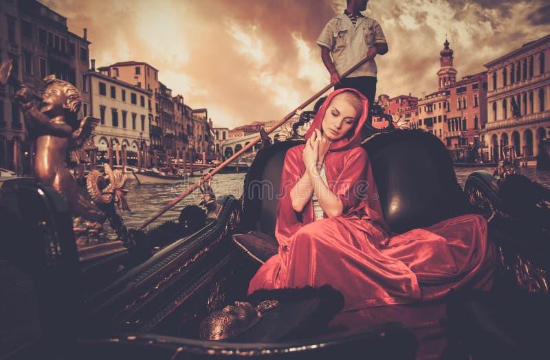 Kobiety jazda na gondoli zdjęcia royalty free