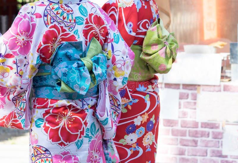 Kobiety jest ubranym tradycyjnego Japońskiego kimono przy Kyoto, Japonia zdjęcia stock