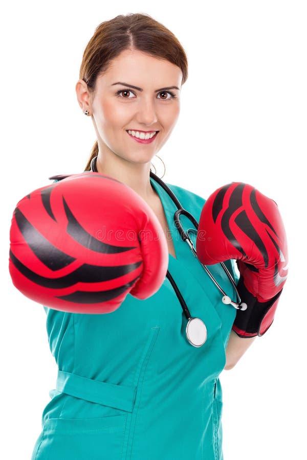 Kobiety lekarka z bokserskimi rękawiczkami, wyzwania pojęcie obraz stock