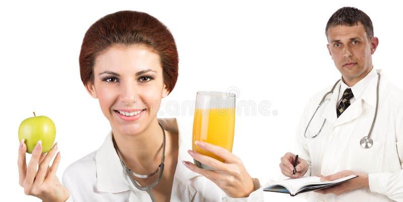 Kobiety lekarka z jabłkiem i juise pomarańcze zdjęcie royalty free