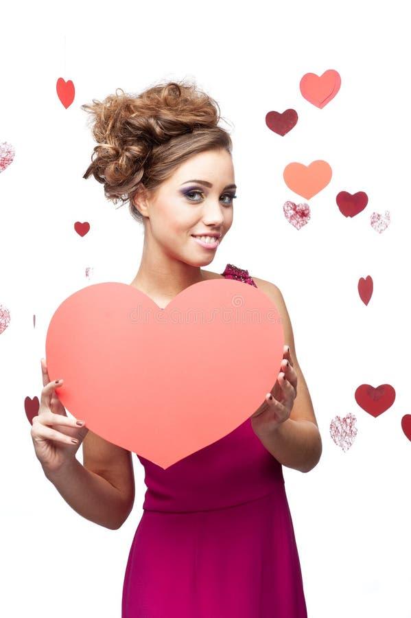 Kobiety mienia czerwony serce odizolowywający na bielu obrazy stock
