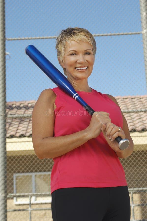 Kobiety mienia kij bejsbolowy fotografia stock